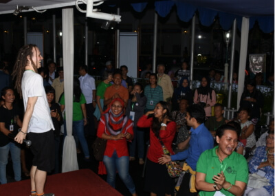 Koncerto en Bandung, Indonezio